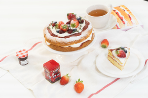 빅토리아 스펀지 케이크 만들기!